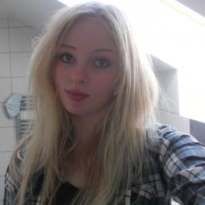 Sarah, 26 (SO)